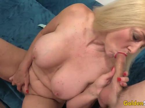 Older girl cala craves shows off her pussy and asshole